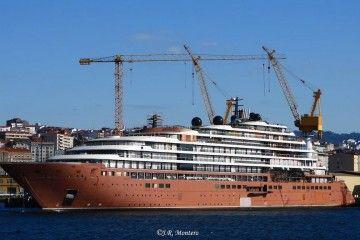 """El buque """"Evrima"""", atracado en el muelle de armamento de Barreras"""