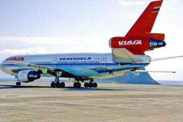 Douglas DC-10 de Viana rodando en el aeropuerto Tenerife Sur