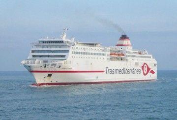 """El ferry """"Ciudad de Granada"""", n el puerto de Barcelona"""
