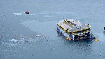 """El catamarán """"Bentago Express"""", embarrancado en Agaete"""