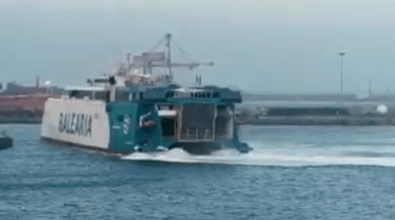 Maniobra de aproximación al muelle del puerto de El Musel