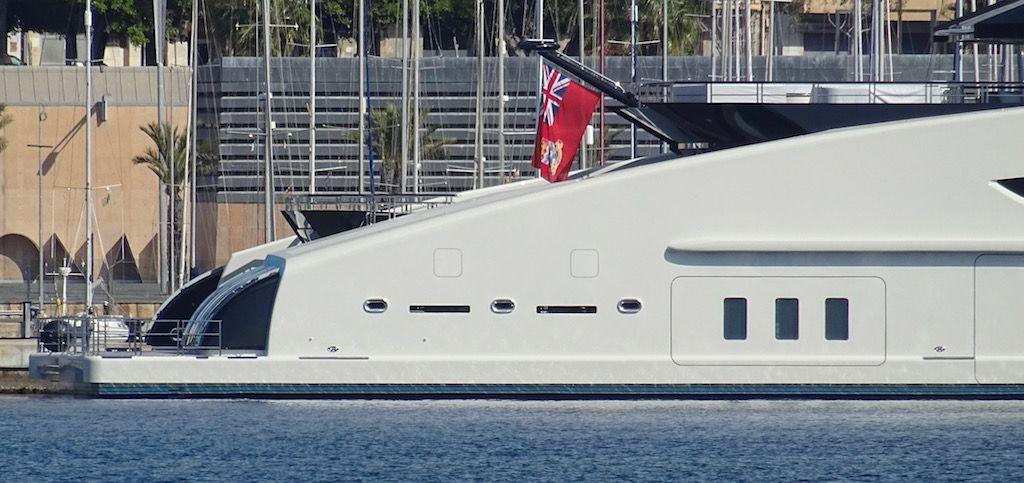 El buque está abanderado en Islas Cayman