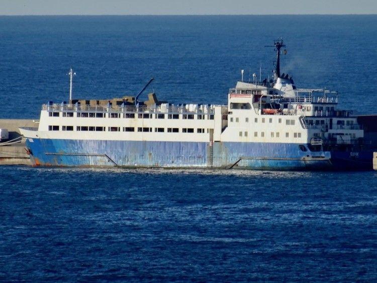 """El buque establo """"Elbeik"""", atracado en el puerto de Cartagena"""