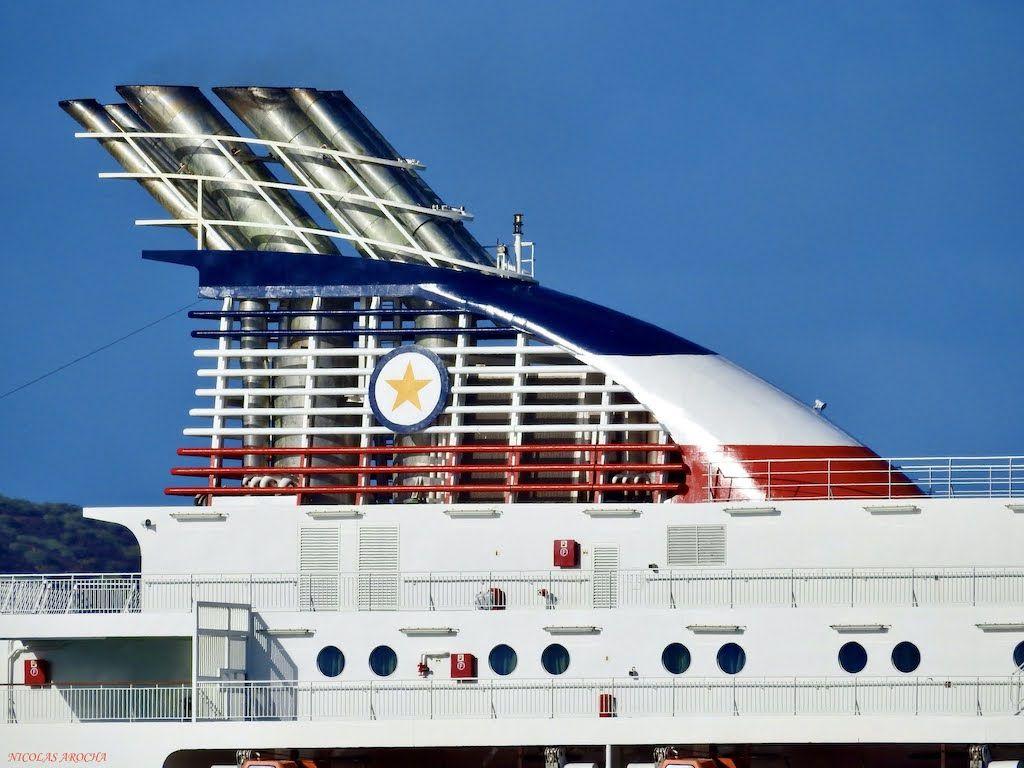 La contraseña de CTMA, pintada en la chimenea del buque