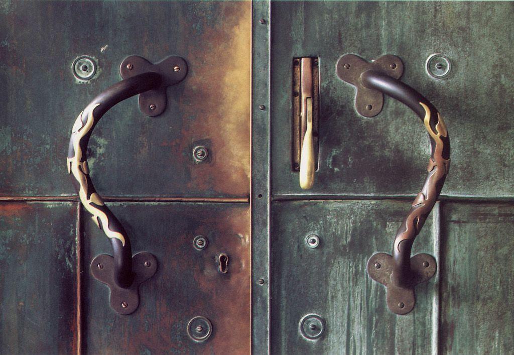 Detalle de la puerta de acceso principal