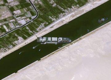 """Vista de satélite de la situación en la que se encuentra el buque """"Ever Given"""""""