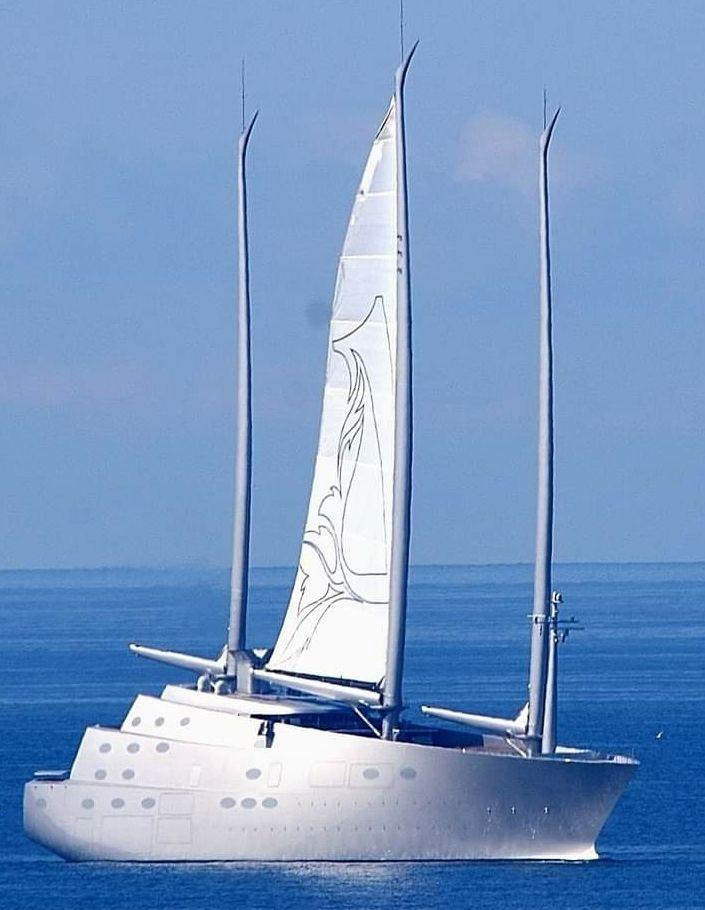 Es un buque único en el mundo, dotado de tres mástiles