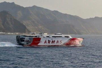"""El catamarán """"Volcán de Tagoro"""", emblema de Naviera Armas Trasmediterránea"""