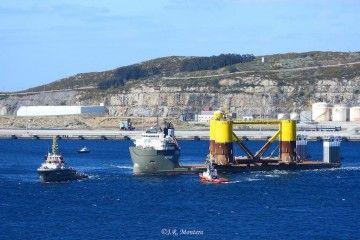 El remolque sale de la ría de Ferrol