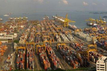 Vista parcial del puerto-ciudad de Singapore