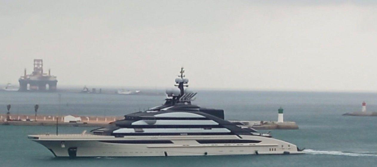 """El gigayate """"Nord"""", a su llegada esta mañana a Cartagena"""