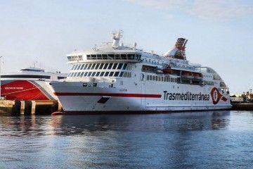 """El ferry """"Villa de Teror"""", atracado en el puerto de Santa Cruz de Tenerife"""