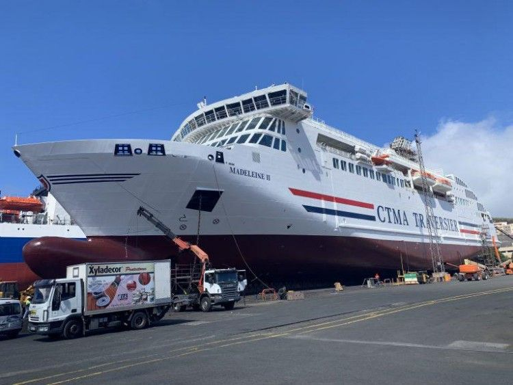 """El buque """"Madeleine II"""" luce su nueva imagen corporativa"""