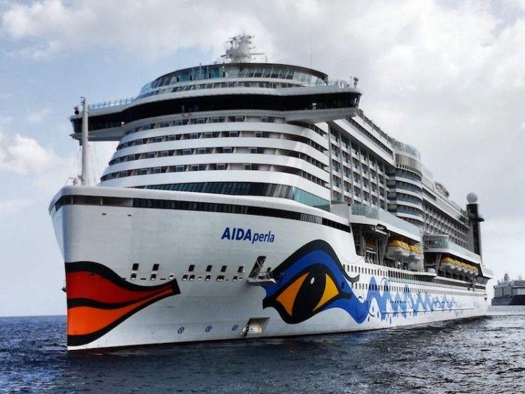 """El buque """"AIDAperla"""" hace de hotel flotante en Tenerife"""