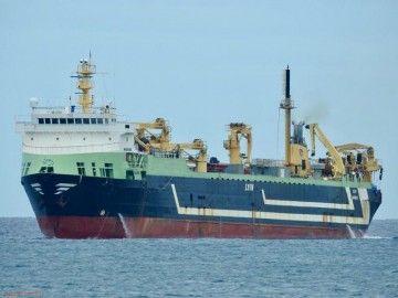 """El buque factoría lituano """"Margiris"""", a su llegada a Las Palmas"""