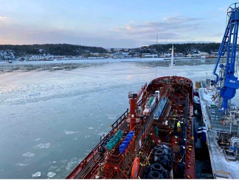 """Cubierta del petrolero """"Nivaria"""", atracado en el puerto de Gotemburgo"""