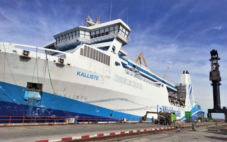 "El ferry ""Kalliste"", visto por la banda de babor"