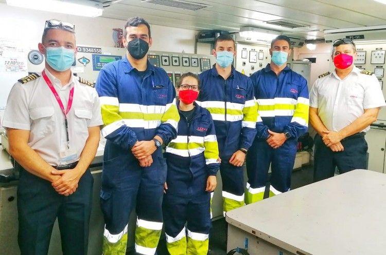 """Capitán, oficiales de maquinas y jefe de máquinas del ferry """"Volcán de Taburiente"""""""