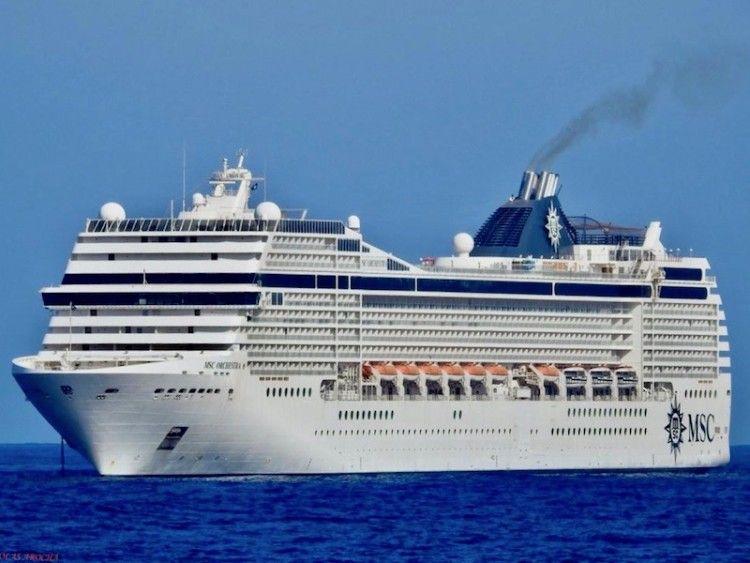 """El buque """"MSC Orchestra"""", fondeado en Las Palmas de Gran Canaria"""