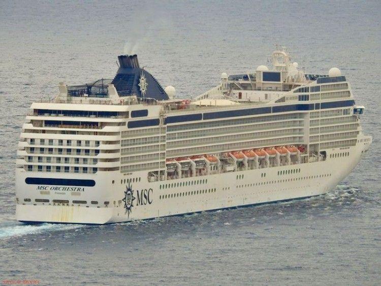 """El crucero de turismo """"MSC Orchestra"""" ha abandonado hoy el fondeo en Las Palmas de Gran Canaria"""