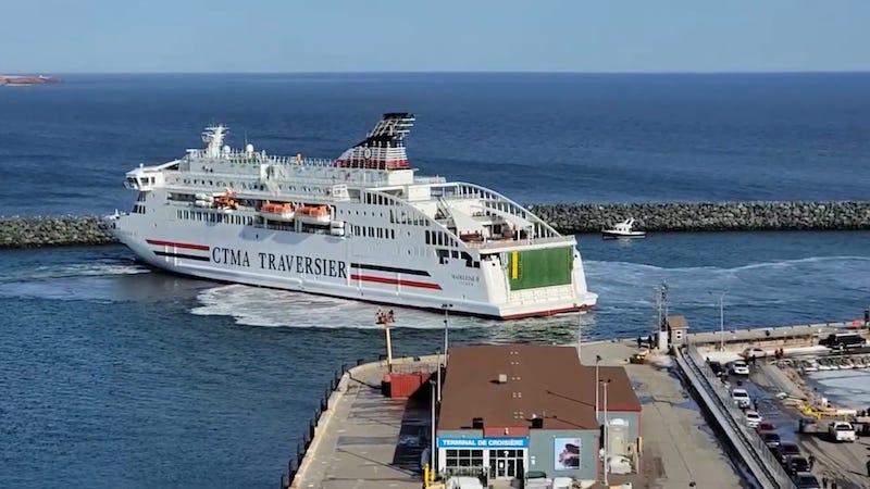Maniobra en el puerto de Cap-aux-Meules