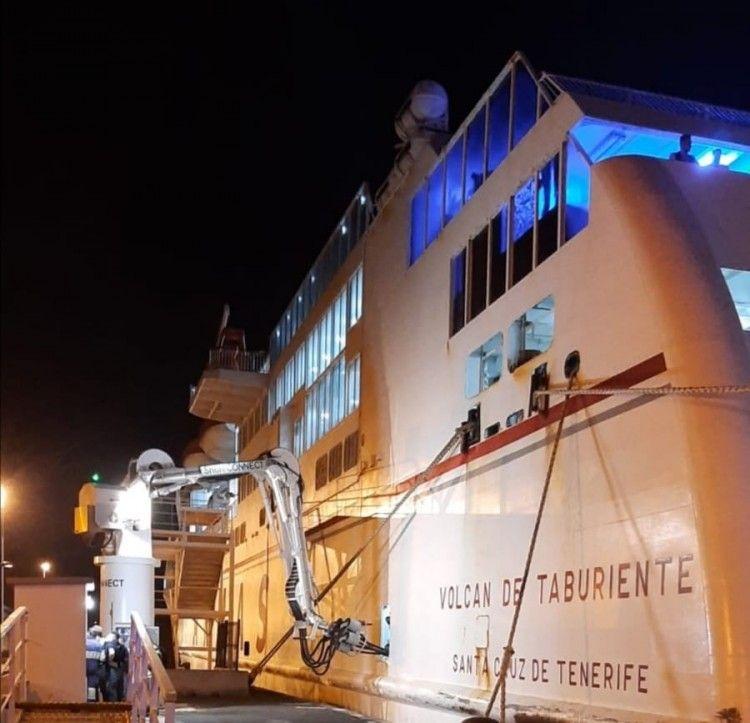 Conexión eléctrica tierra-barco en el puerto de Santa Cruz de La Palma