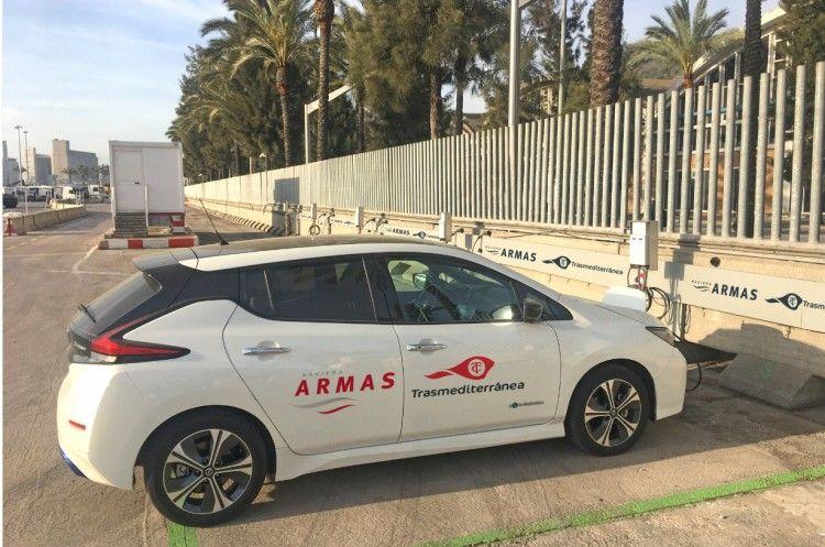 Los doce puntos de recarga eléctrica están situados en la terminal de Naviera Armas Trasmediterránea en Barcelona