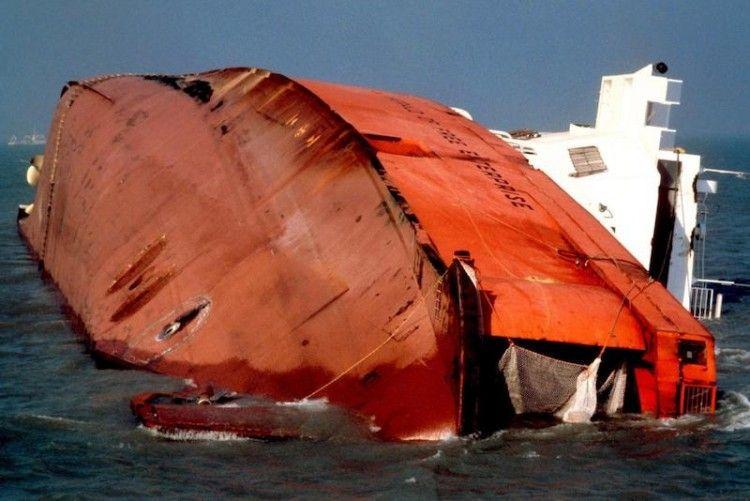 """Estado en el que quedó el ferry """"Herald of Free Enterprise"""""""