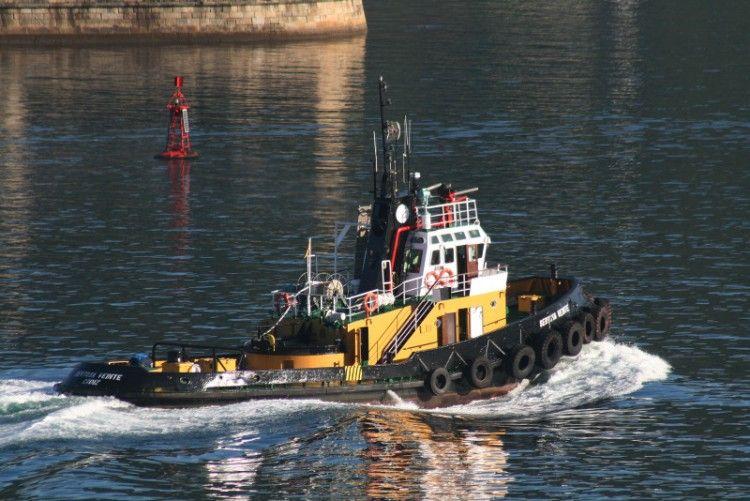 """El remolcador """"Sertosa Veinte"""", fotografiado en Ferrol"""