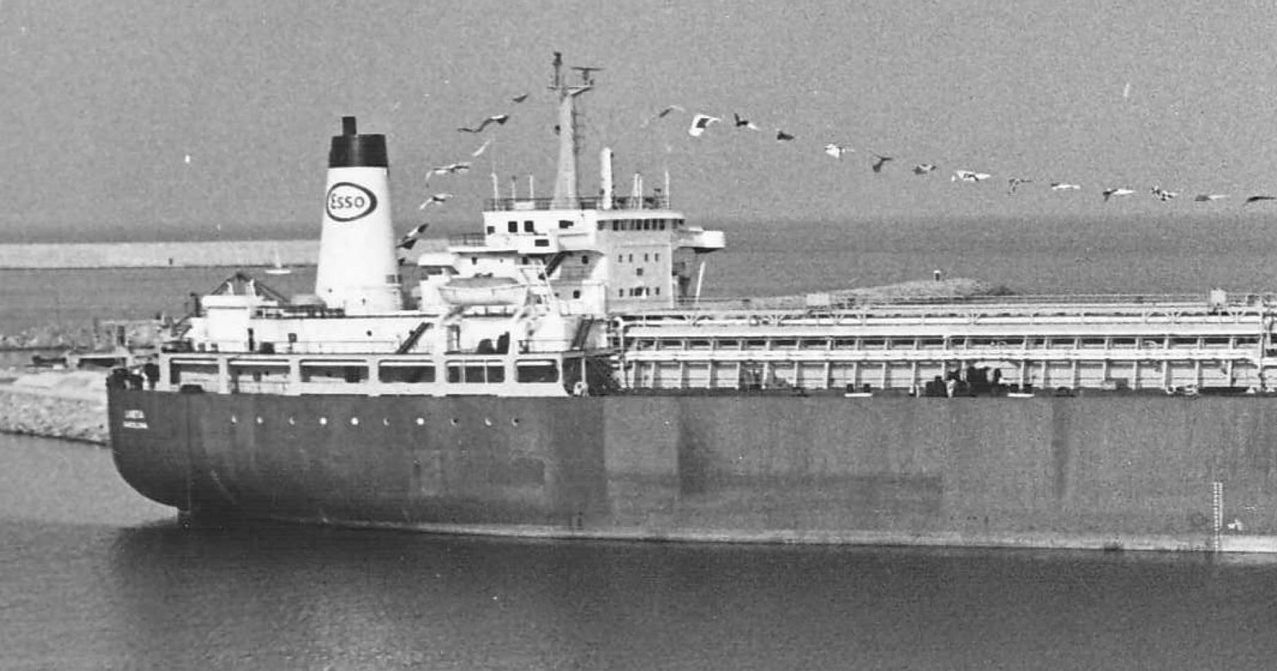 """El buque metanero """"Laietá"""", empavesado, el día de su entrega en Barcelona"""