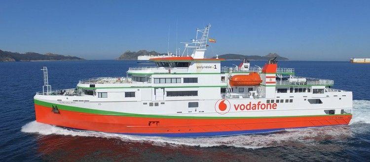 """El ferry """"Terevau Piti"""", visto en toda su eslora por la banda de babor"""