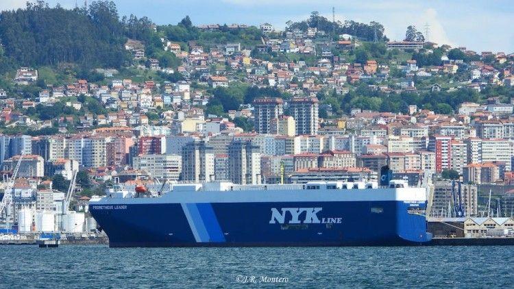 """El buque cochero """"Promteus Leader"""", atracado en el puerto de Vigo"""