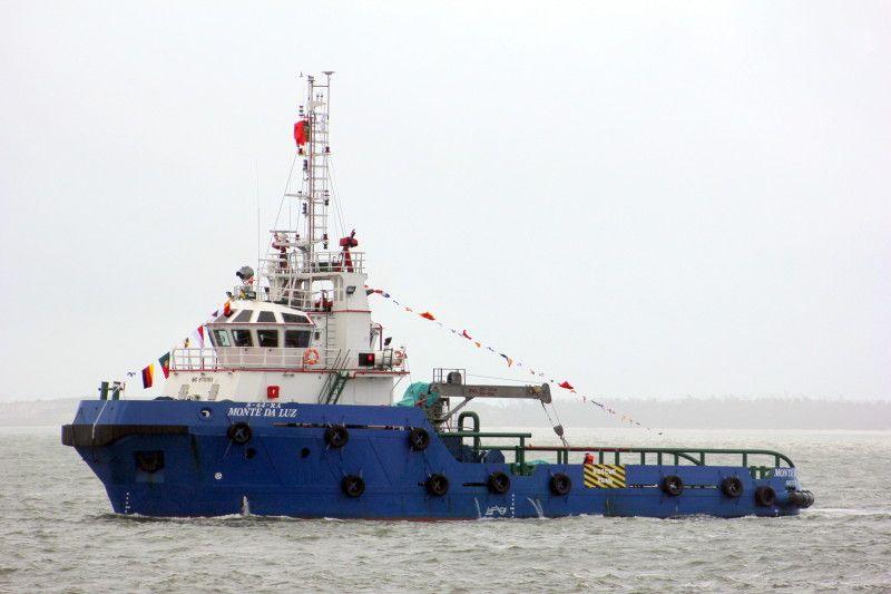 """El remolcador portugués """"Monte da Luz"""", que perdió el remolque del catamarán """"T&T Express"""""""
