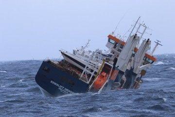 """Escora del buque """"Eemslift Hendrika"""" el día 6 de marzo"""