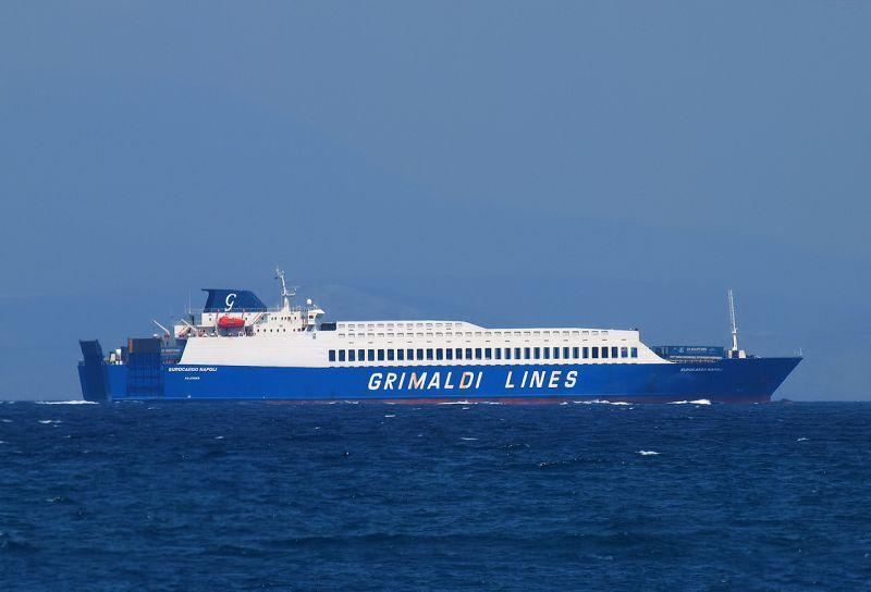"""La opción del buque rolón """"Eurocargo Nápoli"""" está descartada"""