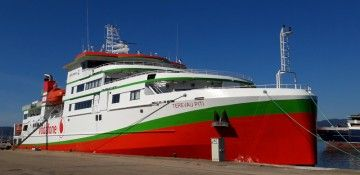 "Este el alegre colorido del ferry ""Teresa Piti"""