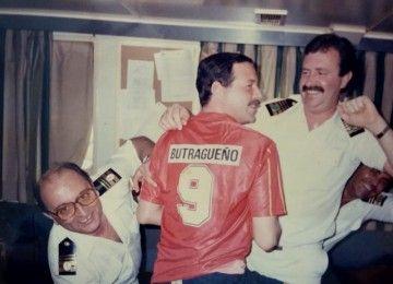 De izquierda a derecha, Javier de Legarra, Luis M. Gil de Sola (de espaldas) y  Javier Goyache