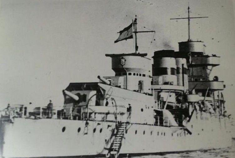 "El crucero ""República"", recién proclamada la Segunda República"