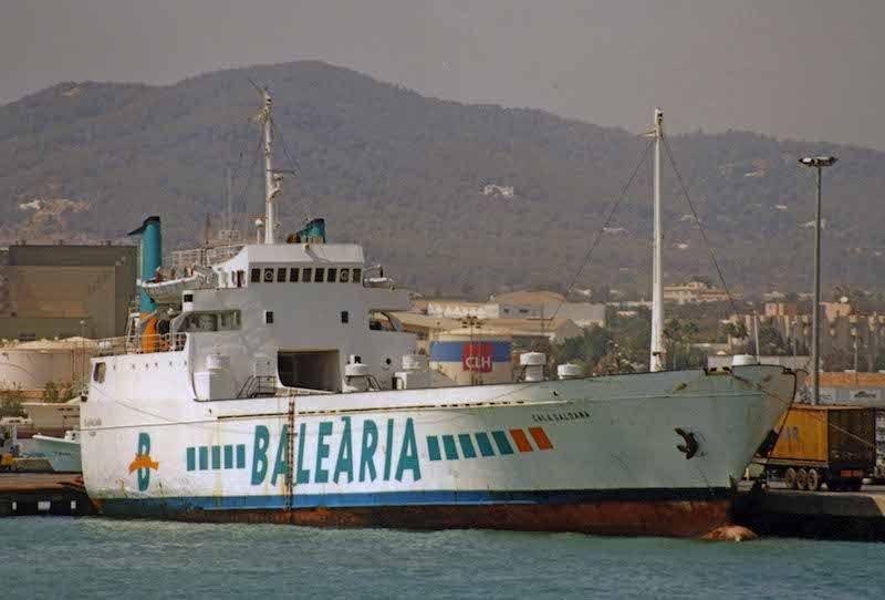 En su etapa de Balearia, atracado en el puerto de Ibiza