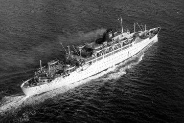 """Vista aérea del trasatlántico """"Cabo San Roque"""""""