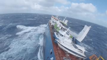 El buque ha sido abandonado a su suerte