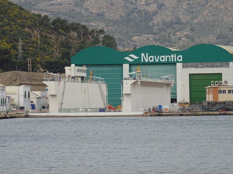 """El dique flotante, preparado para recibir el submarino S-81 """"Isaac Peral"""""""