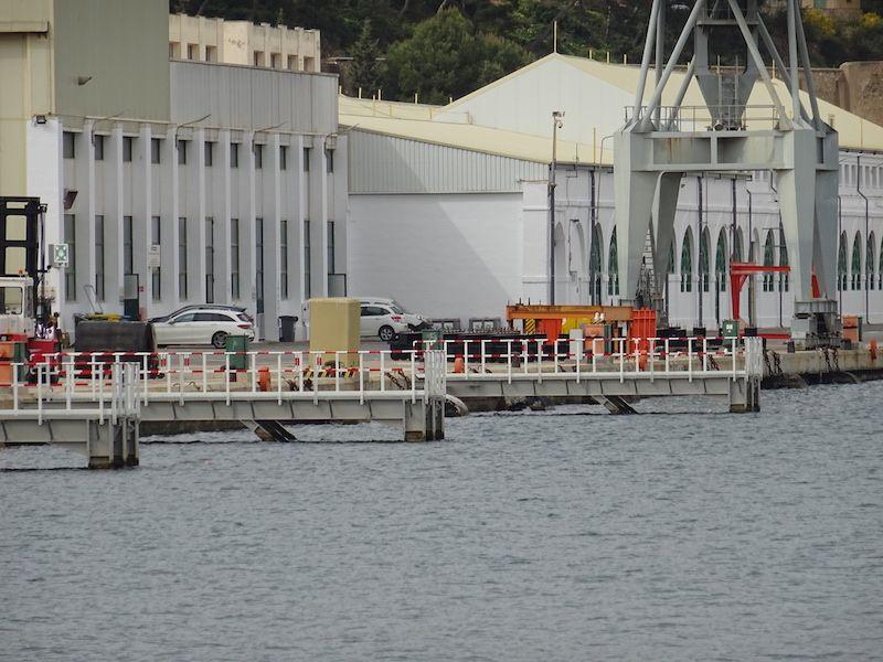 Pantalanes del muelle de armamento a flote