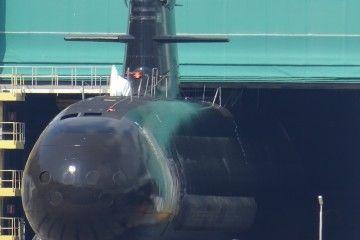 El submarino S-81, a su salida de la nave de Navantia Cartagena
