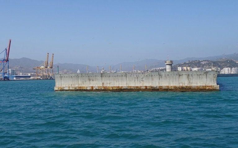 El empleo de hormigón de baja calidad, entre los fallos del dique de Levante