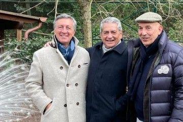 Antonio Armas, entre Diego Pacella y Emanuele Grimaldi