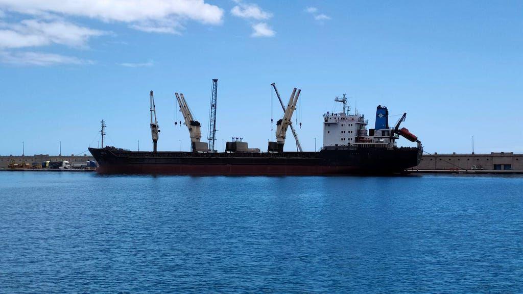 """El buque """"Sofiya"""", visto en toda su eslora por la banda de babor"""