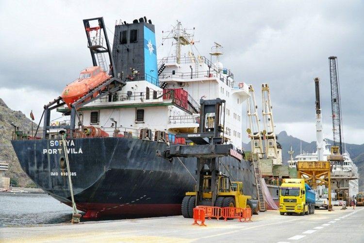 """El buque """"Sofiya"""", atracado en el puerto de Santa Cruz de Tenerife"""