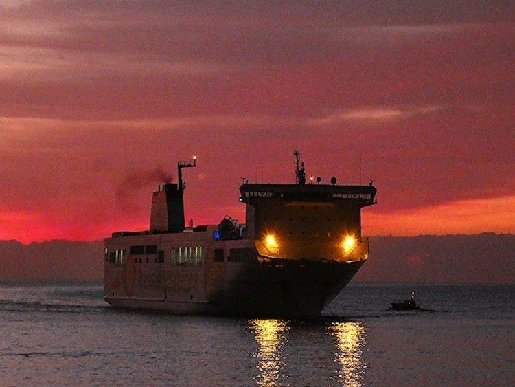 """El buque """"Villa de Tazacorte"""", a su llegada a Santa Cruz de La Palma"""
