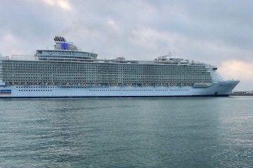 """El megacrucero """"Harmony of the Seas"""", visto en toda su eslora"""